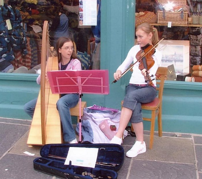 Harp and fiddle buskers