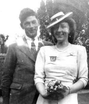 Bill and Veronica, wedding photo, 24th March 1945.