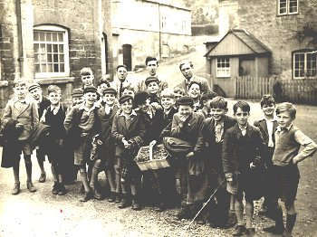 Cheltenham Parish School outing, c.1946.  Ken is carrying the basket ... and might that be Young Tommy beside him?